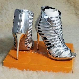 Beautiful high heel pumps 4.5 high  brand new